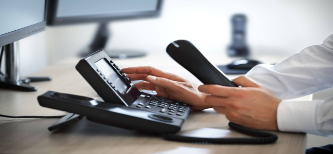 Maximize your business efficiency with the use of VoIP phone services